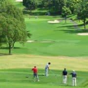 ゴルフ場をを遠目で俯瞰