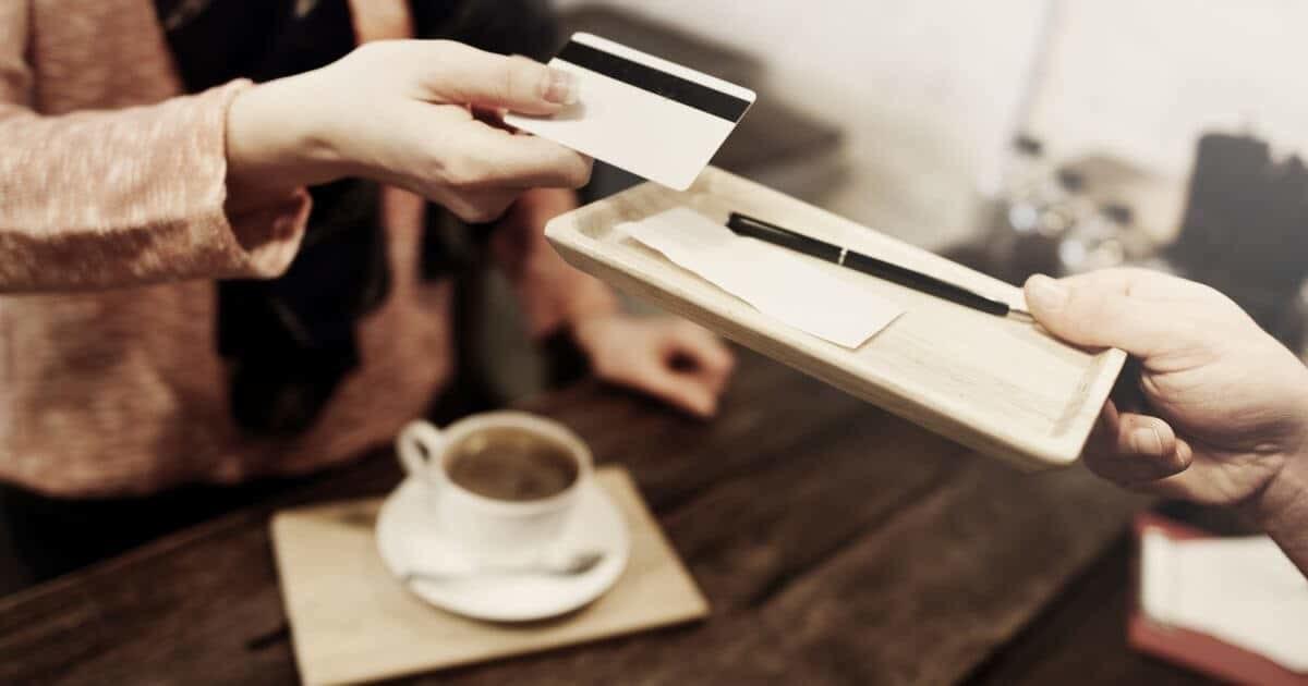 請求書をカードで支払う