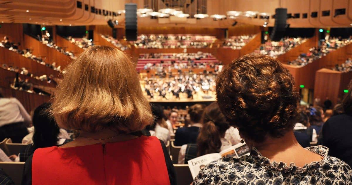 コンサートホールの観客