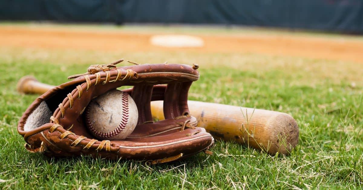 野球のグローブとバット