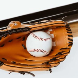野球のグローブとバット(背景白)