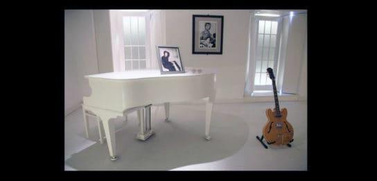 ジョン・レノンの展示室とピアノ