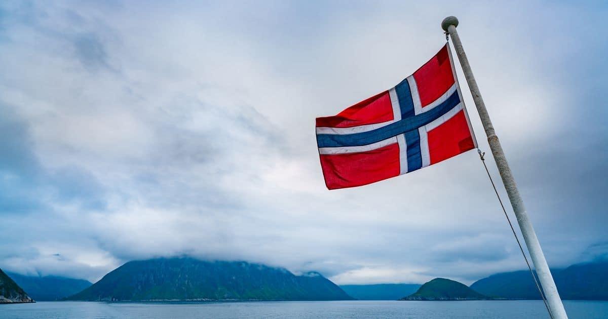 ノルウェー国旗と自然