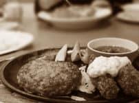 ファミリーレストランのハンバーグステーキ